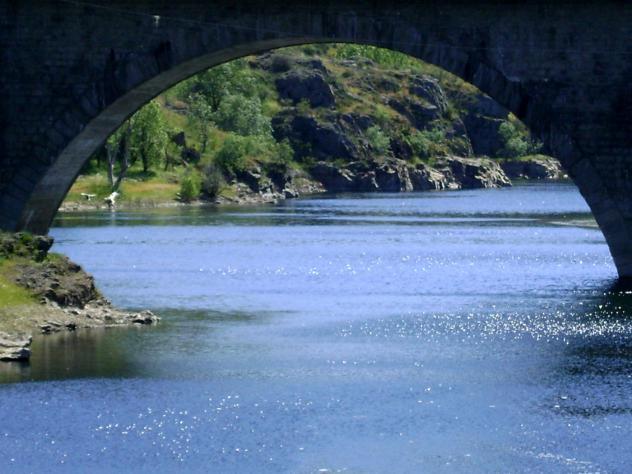 LA LETRA - Blog de Gustavo Bonino: Bajo el puente