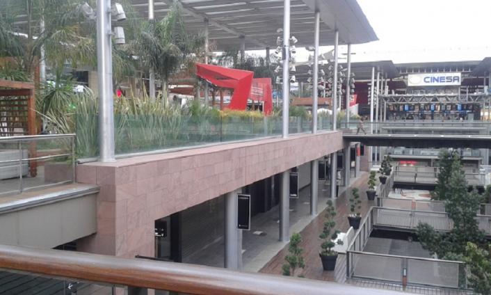 Interior del centro comercial de la maquinista barcelona - Maquinista centro comercial ...