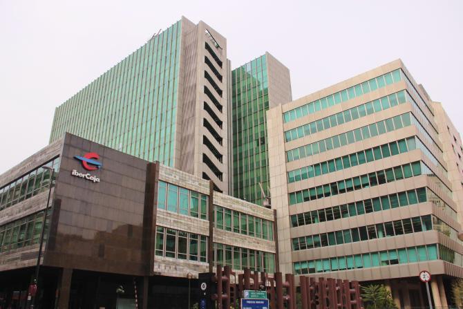 Edificio de ibercaja zaragoza for Oficinas de ibercaja en barcelona