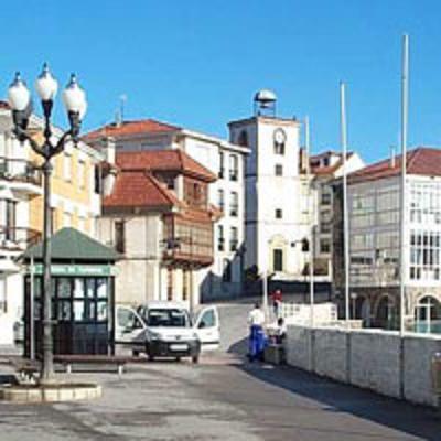 Oficina de turismo y torre del reloj luanco asturias for Oficina turismo asturias