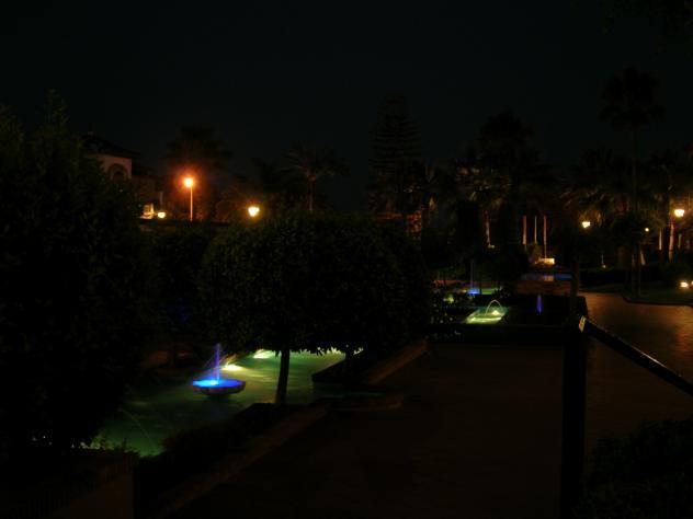 Noche de agua y luz en los jardines isla canela for Jardines isla canela