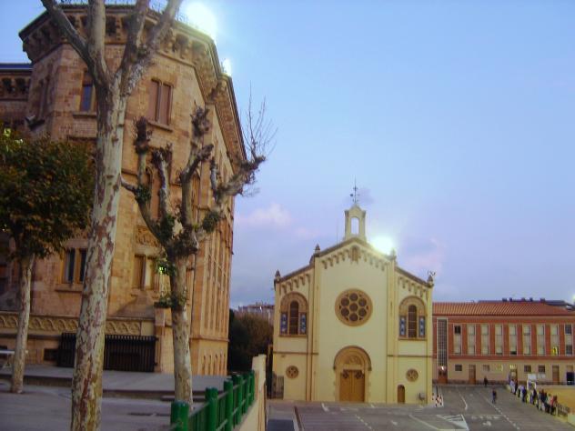 Capilla del colegio la salle bonanova barcelona for Piscina la salle bonanova