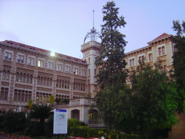 Pabellones de la salle de la bonanova barcelona for Piscina la salle bonanova