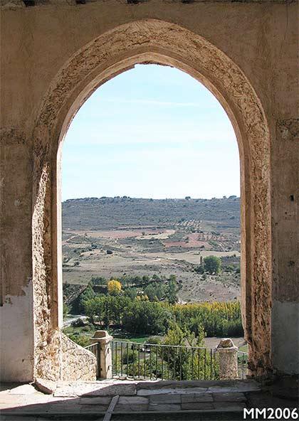 Puerta castillo cementerio brihuega for Cementerio parque jardin la puerta