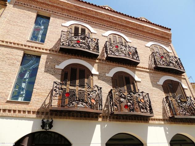 Fachada con balcones artesanos humanes de madrid madrid - Artesanos de madrid ...