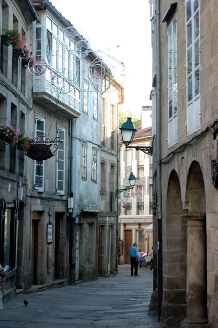 Calle sinuosa casco antiguo santiago de compostela - Calle santiago madrid ...