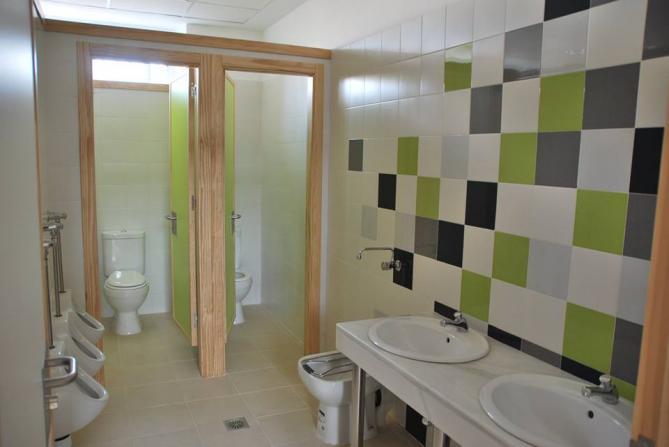 Imagenes De Baños Nuevos:Baños nuevos en colegios, PEDRO MARTINEZ