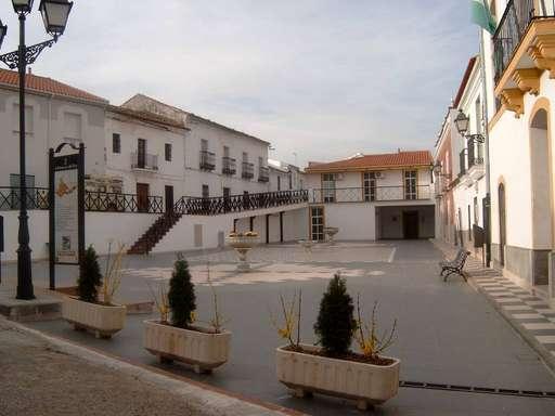 plaza del ayuntamiento villanueva del rey