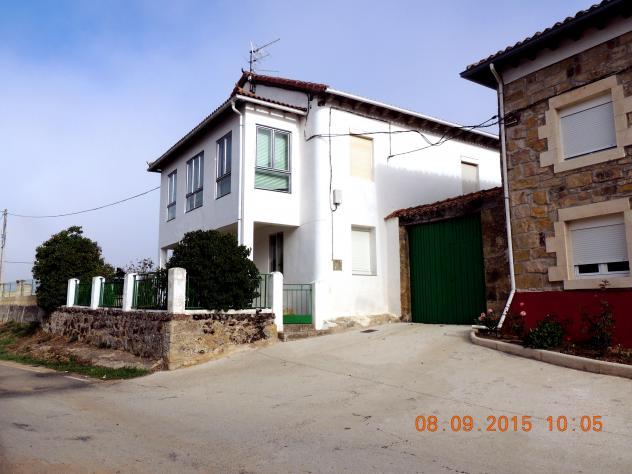 Casa moderna a la entrada del pueblo berzosilla for Casa moderna 9 mirote y blancana