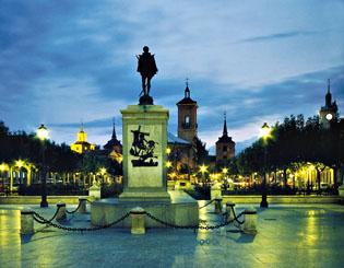 Plaza cervantes noche alcala de henares for Tanatorio jardin alcala de henares