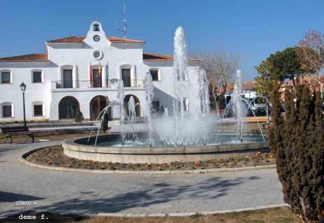 Ayuntamiento villanueva de la ca ada for Piscina villanueva de la canada