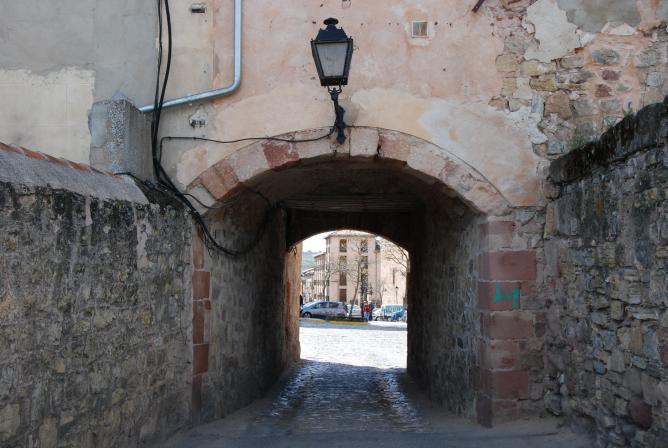 Puerta del toril siguenza for Puerta 4 del jockey