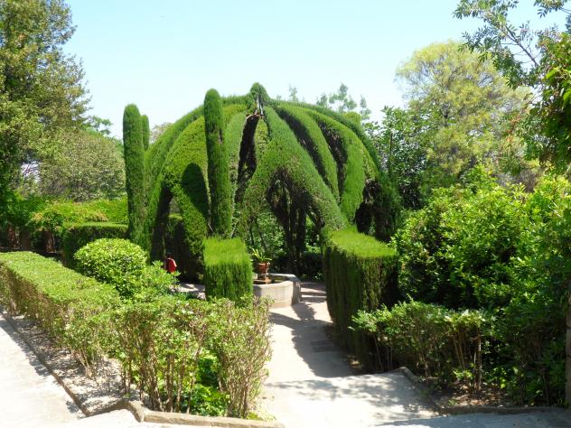Glorieta de cipreses en los jardines de laribal barcelona for Jardines laribal