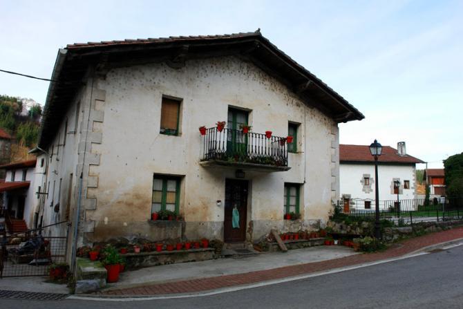 Casa del valle betelu navarra - Casas montornes del valles ...