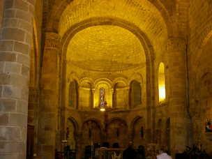 Iglesia rom nica interior san martin de elines for Interior iglesia romanica