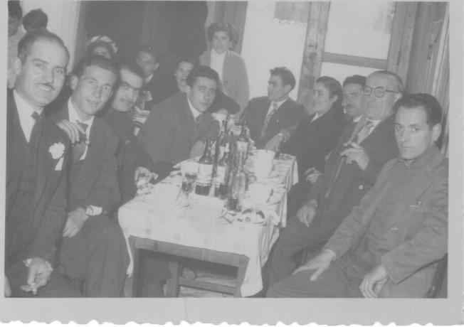 Alrededor de una mesa abla a asturias for Alrededor de tu mesa