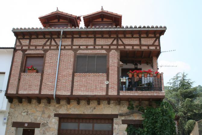 Casa moderna respetando la arquitectura antigua el hornillo for Casa moderna 9 mirote y blancana