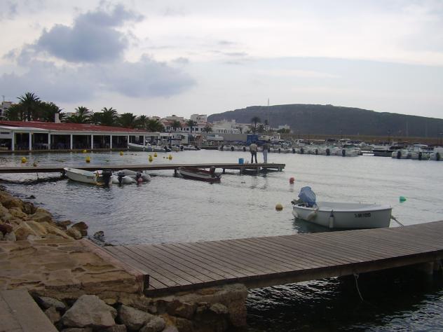 Tranquilidad junto al mar fornells for Hoteles junto al mar