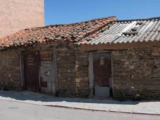 Garajes montejo de la sierra for Nombres de garajes
