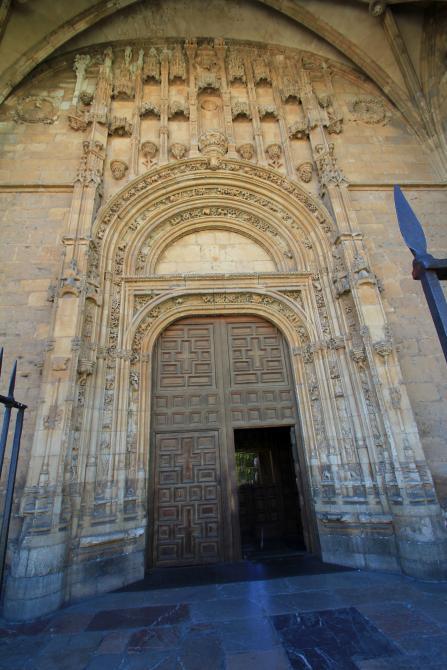 puerta de la iglesia de san marcos leon