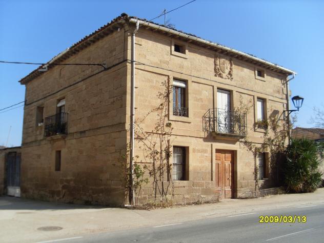 Casa con escudo hervias for Case con casa suocera