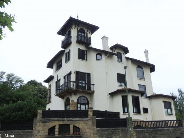 Casa con torre getxo for Case con casa suocera