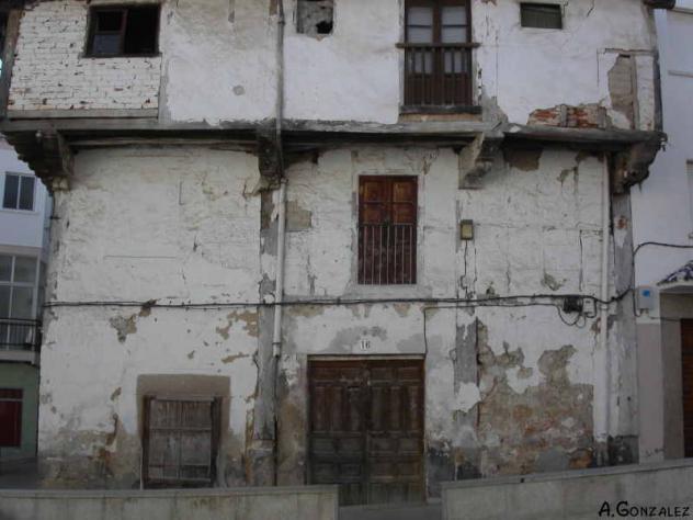 Casa tipica de adobes en mal estado aldeanueva de la vera for Casa elegante en mal estado