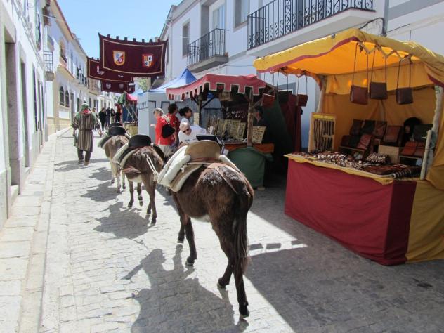 Los burros enanos, HINOJOSA DEL DUQUE
