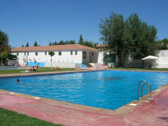Nueva imagen piscina pedro martinez granada for Piscinas descubiertas granada