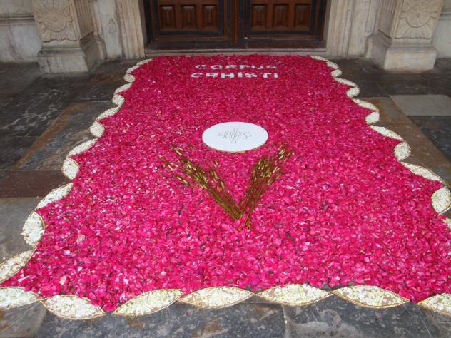 Pravia festividad del corpus 2009 pravia asturias - Alfombras portico ...