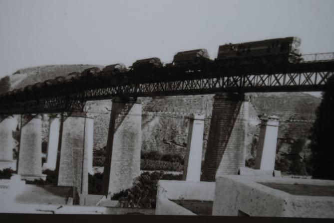 Puente de hierro y los pilares santa fe de mondujar - Pilares de hierro ...