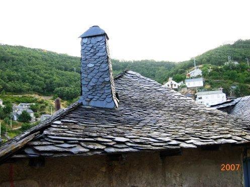 Chimenea y tejado de pizarra tremor de arriba - Tejados de pizarra ...