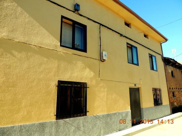 Casa de la acera impar con buhardilla fresno del rio - Casas con buhardilla ...