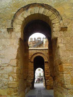 Arco de la puerta de sevilla carmona sevilla for Puerta de sevilla carmona