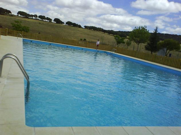 La piscina carrascal del obispo for Piscina el carrascal