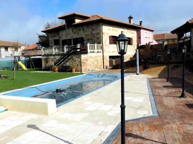 Una casa con piscina salinas de pisuerga for Casas con piscinas fotos